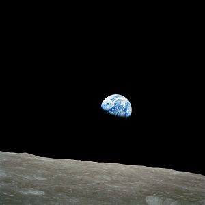 600px-NASA-Apollo8-Dec24-Earthrise-1