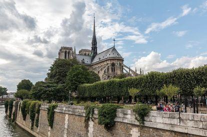 800px-Paris,_Notre_Dame_--_2014_--_1510-1